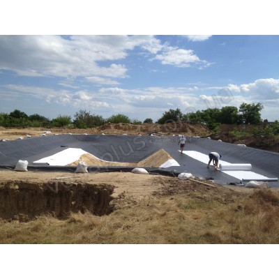 Монтаж пленки ПВХ для прудов и водоемов